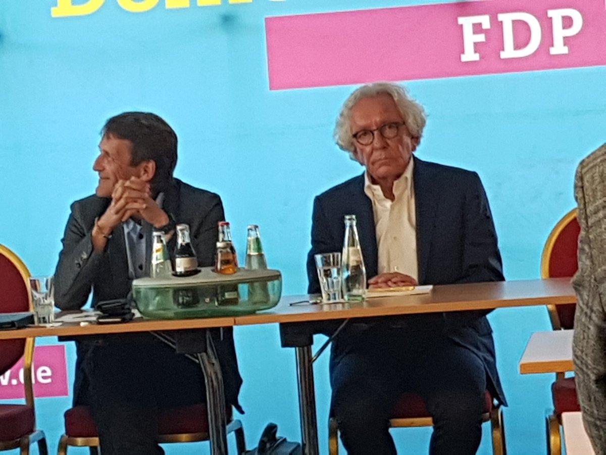 Ruhrgebiets-FDP diskutierte über #Ruhrkonferenz mit #NRW-Minister Dr. Stephan Holthoff-Pförtner: Durch Einbindung wichtiger Akteure werden in zwanzig Themenforen Ideen und Vorschläge entwickelt, die die Rahmenbedingungen für die Zukunft der Metropole verbessern werden #fdp #rvr