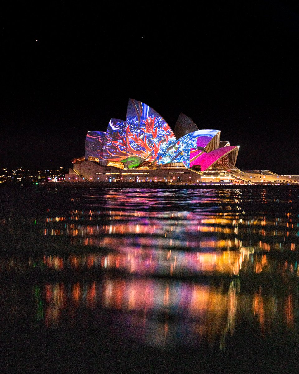 RT @robmulally: Can you even post photos to twitter!? Help! #instagramdown from @VividSydney @Australia https://t.co/lA3HyVjX6e