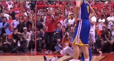 【影片】不分青紅皂白!柯瑞父母賽後返回酒店時,遭到多倫多當地球迷罵!-Haters-黑特籃球NBA新聞影音圖片分享社區