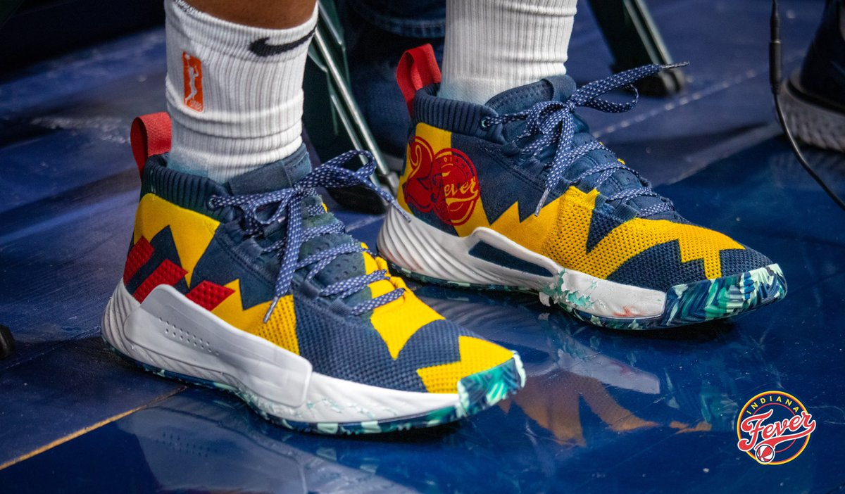 In honor of being selected as a member of the #Fever's 20th Anniversary Team, Storm guard @SZellous1 had a pair custom made 👟 designed for today's game! 💛💙❤️  #Fever20 #AllForLove