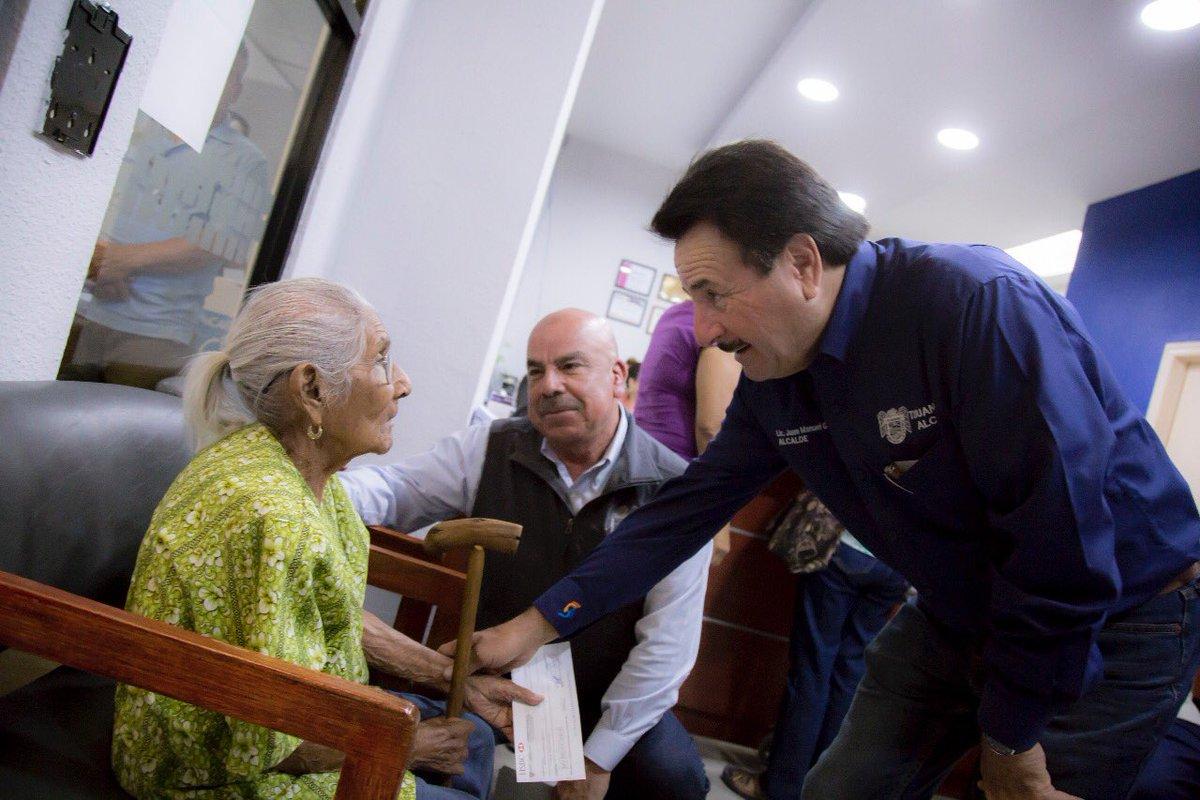 #Tijuanenses, el día de hoy realizamos la entrega de apoyos económicos para nuestros adultos mayores con la intención de reforzar su economía familiar. Hoy más que nunca sostengo que todo se puede realizar, mientras exista voluntad. Aquí seguiremos viendo por ti! https://t.co/JtGGnpLvo8