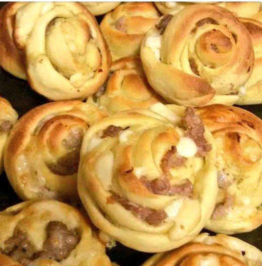 CUCCHE DI FORMAGGIO E SALSICCIA. Piatto usato come antipasto rustico.  Rose #bread with CHEESE AND SAUSAGE a great appetizer   Click for #recipe   http:// bit.ly/2Kb4vY7      #12giugno #Buongiorno #cucina #food #recipes #foodblogger #RecipeOfTheDay #recipeblog #ricetta #Sicily<br>http://pic.twitter.com/qXlmct1aAm