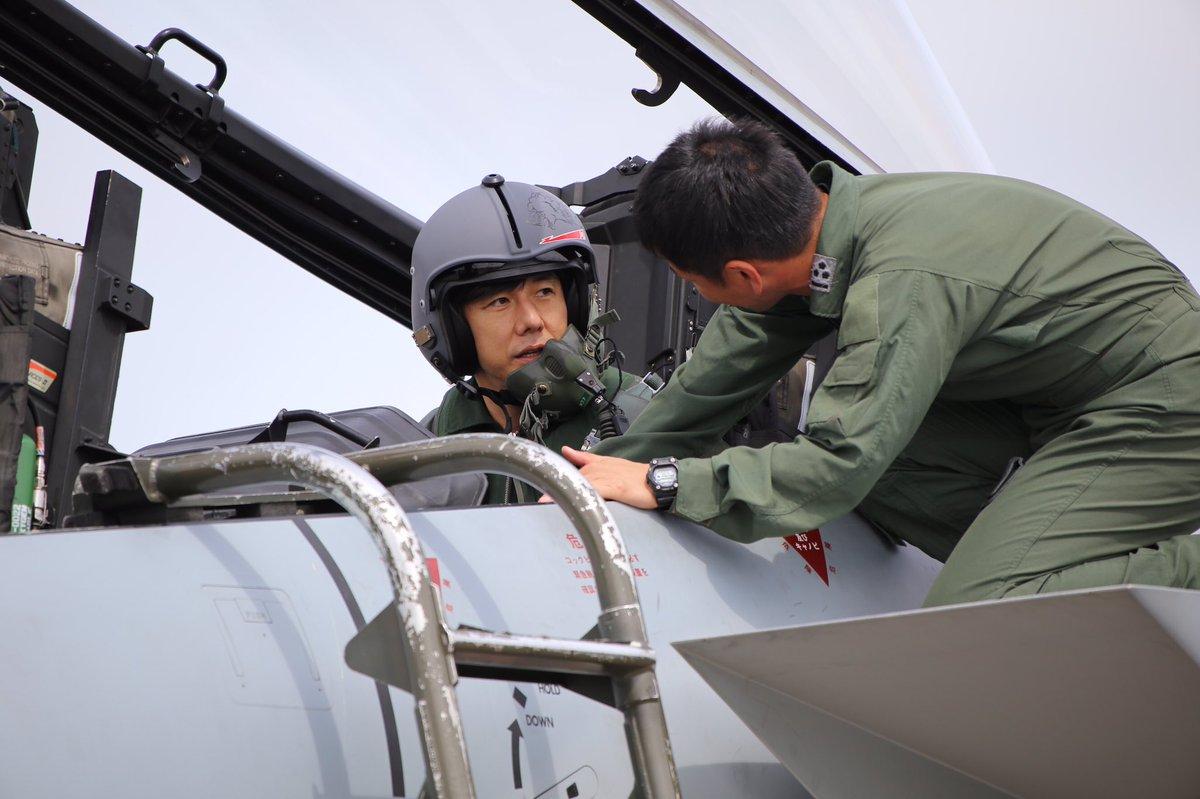 昨日、西島秀俊さんによる、音速で飛ぶ航空自衛隊の戦闘機への体験搭乗が遂に実現しました。本日夜にそのレポートを公式サイトにアップします。#空母いぶき #西島秀俊 #航空自衛隊 @JASDF_PAO