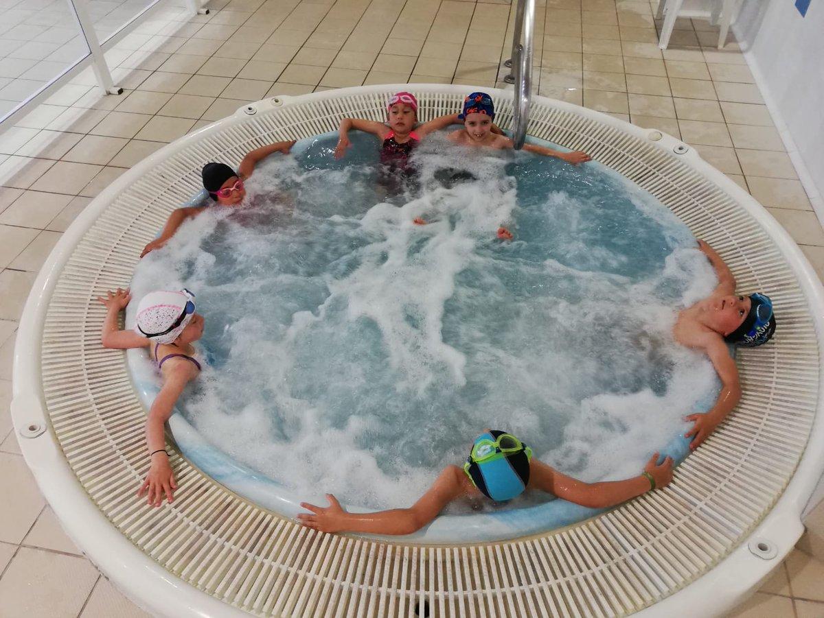 Relax i jocs a la piscina 🏊🏼♂️🏊🏼♀️ Últim dia d'aquest curs @eltossaletcem  #piscina #aigua #aprenemanedar #ensencanta #enremull #esport @AjBerga