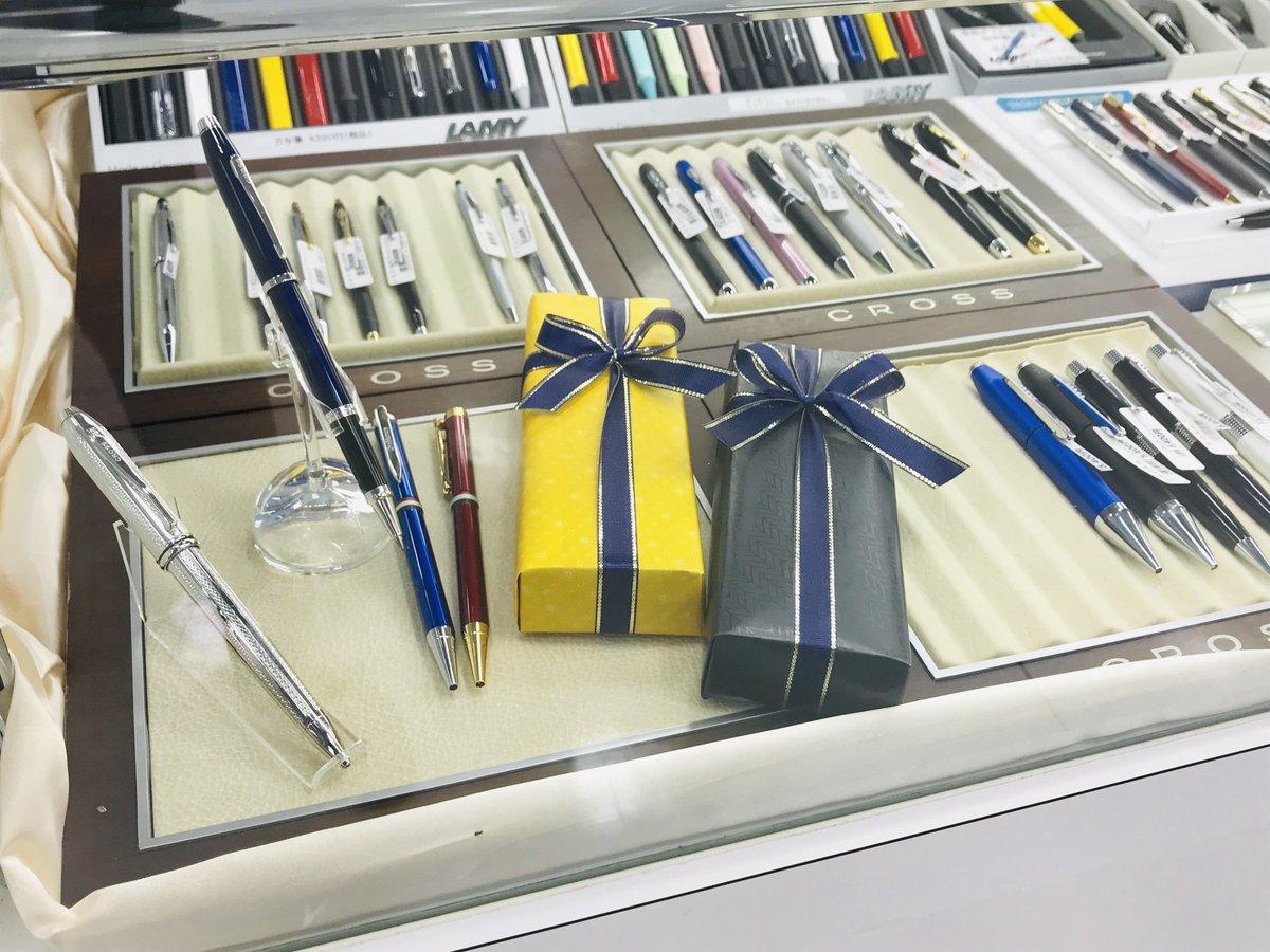 #父の日 👔間近😉 プレゼントのご用意はお済みですか?うえぶんではお仕事を頑張るお父さんたちにぴったりの筆記具🖊️や手帳📔、メッセージカードなどそろっています✨毎日の感謝を伝えるきっかけにぜひうえぶんをご利用ください🎁💐