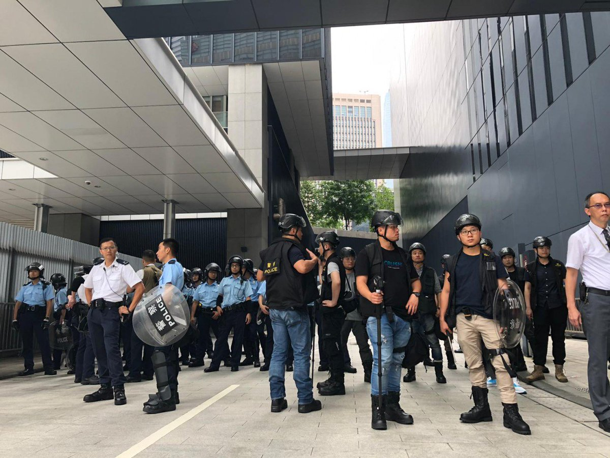 #LIVE: Riot police are on standby again after protesters threaten to charge the Legco building. After a brief lull, the protesters are once again armed with umbrellas and seem to be moving forward. https://t.co/fpKl8rH1bn #extraditionbill https://t.co/MyAA9aOsp0