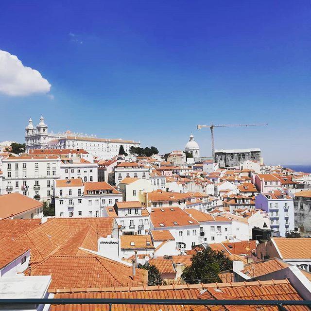 #lissabon #portugal #kpv #guestcrane #oldcity #blue #europe #yellowcrane #gönnungpic.twitter.com/RTXJiRfxUn