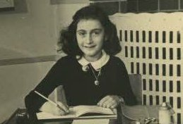 #AnneFrank would bei 90 years today, maybe she would go to schools and teach students about the Holocaust and read out from her diary , but she she can't, cause only a few weeks before the end of World War 2 she was killed by the Nazis (concentration camp). Never forget her story