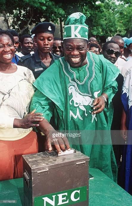 On this day 26 years ago, Nigerians elected Moshood Kashimawo Olawale (MKO) Abiola President. #DemocracyDay #DemocracyAt20 <br>http://pic.twitter.com/0Plg4AYZ1p