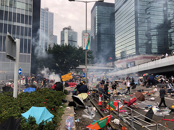 Hong Kong police have used water cannons and fired tear gas at protesters demonstrating against a controversial extradition bill. Live updates: https://cnn.it/2Rac8P0