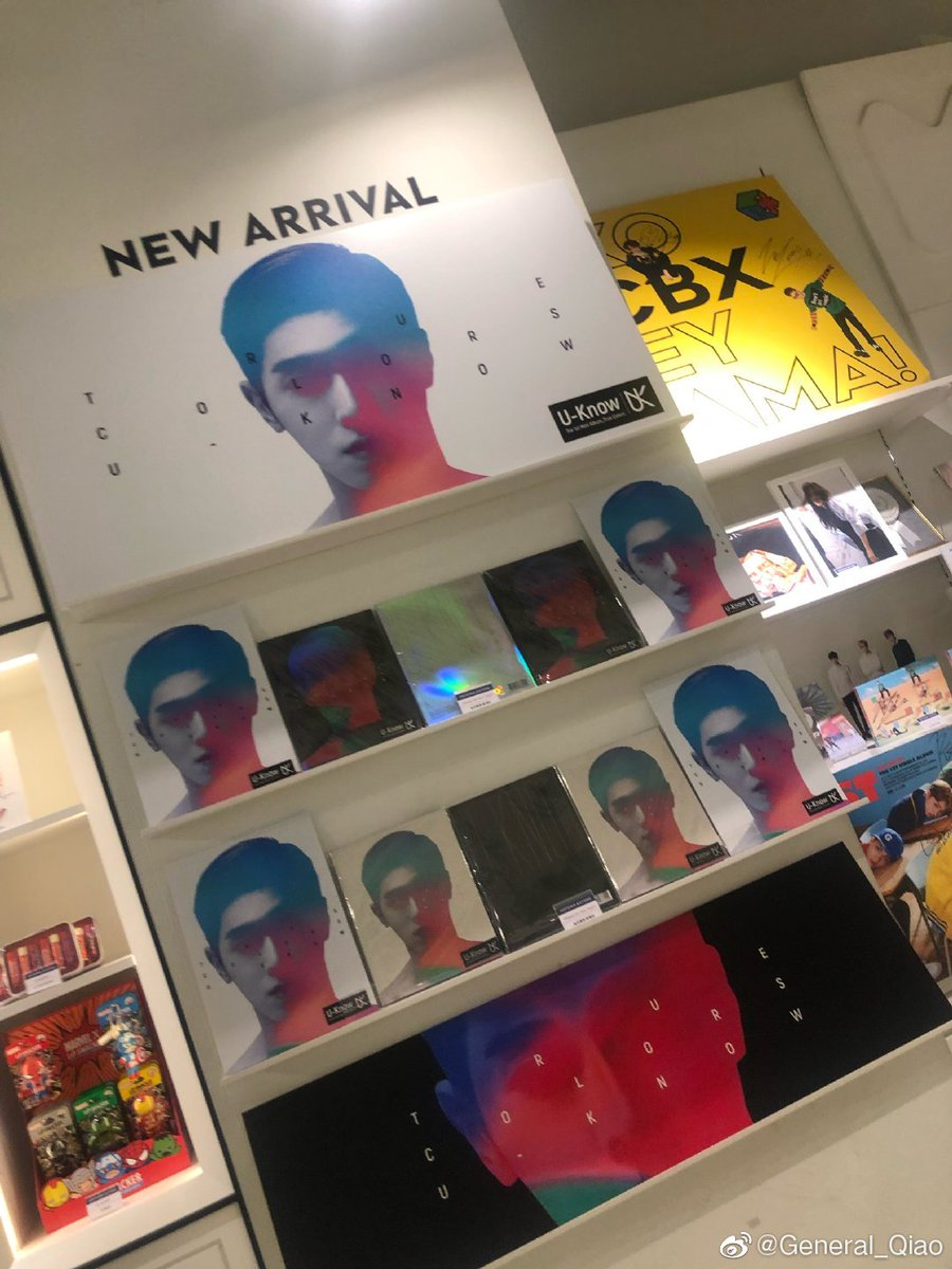 Yunho's albums at SMTOWN Sum store!!! (cr: General-Qiao) #유노윤호 #TrueColors <br>http://pic.twitter.com/9wVMcbagVt