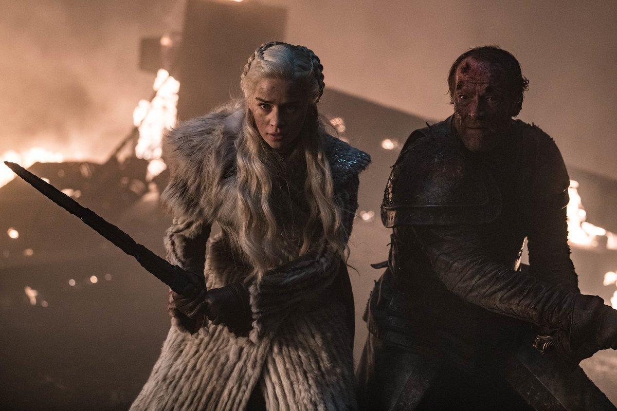 """Dave Hill: Quisimos que Jorah estuviera en el muro al final y que saliera del túnel junto a Jon y Tormund, pero teníamos que enrevesar mucho las tramas para dejar a Daenerys. No había manera de hacerlo y al final tuvo una noble muerte defendiendo a la mujer que amaba"""". #GOTfinal"""
