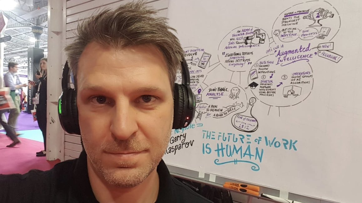 Keen to know what an ace Inky Thinker looks like? Here's Dan. You can find him in the West Hall at the @CIPD @FestivalofWork at @olympia_london. #graphicrecording #graphicfacilitation #realtimegraphics #scribing #inkythinking #FestivalofWork #CIPD