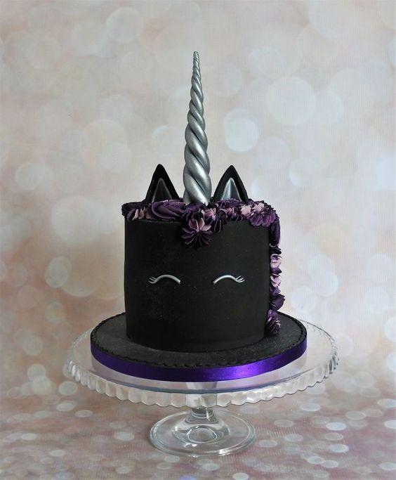 #Cake 🍰 Awesome of the Day: #Gothic-ish Black Unicorn 🦄 Pièce Montée #Weddingcake 💍 #Birthdaycake 🎂 via @NemesisNow 📸 BlueBirdsBakeHouse #SamaCake