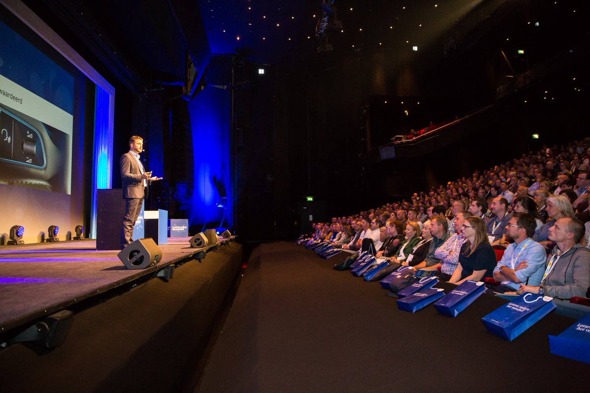 Will Teachers be replaced by Robots? Keynote at #LMHV Utrecht. Amazing audience of 1,300 teachers.