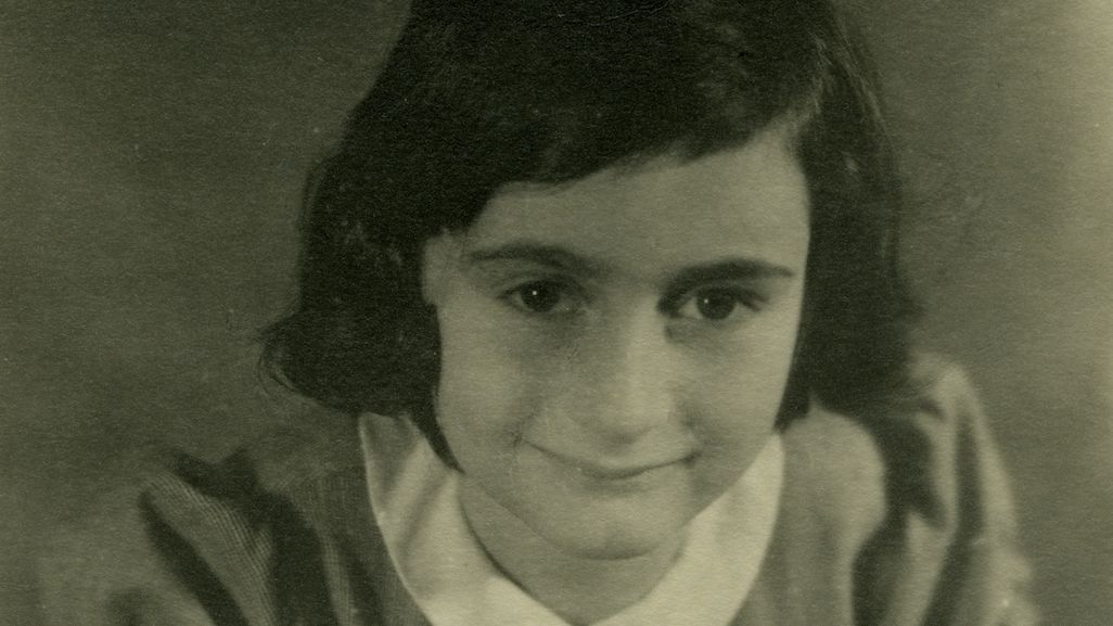 We're live in one hour to commemorate the 90th birthday of #AnneFrank. Join us on Facebook to view rarely seen photos of the young writer. Do you have questions about her? Our historians will answer them live. #Anne90 https://www.facebook.com/holocaustmuseum/ …