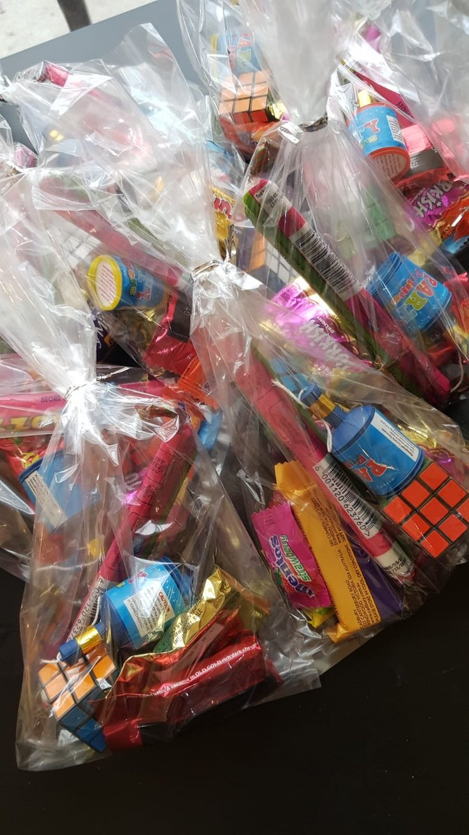 #LajnaBerwick arranged for young girls and boys of the community to celebrate Eid customs with their school principal and community. #EidMubarak <br>http://pic.twitter.com/wieZjXn1v0