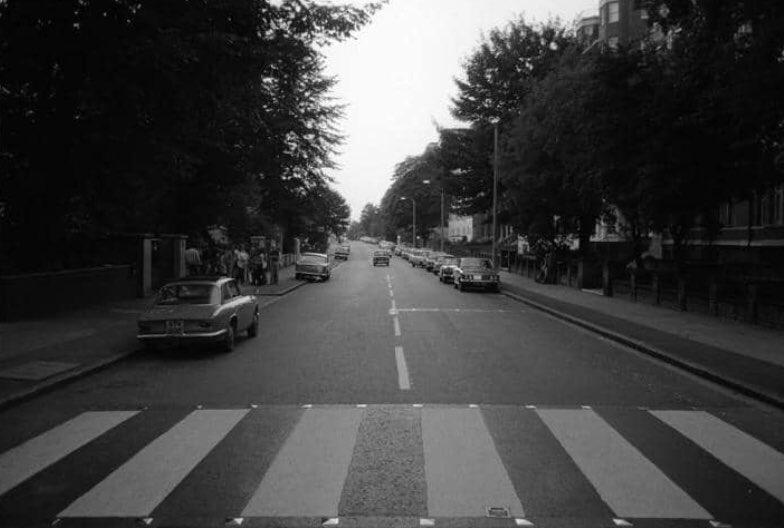 D83OQ8nX4AANdyX - Abbey Road at fifty