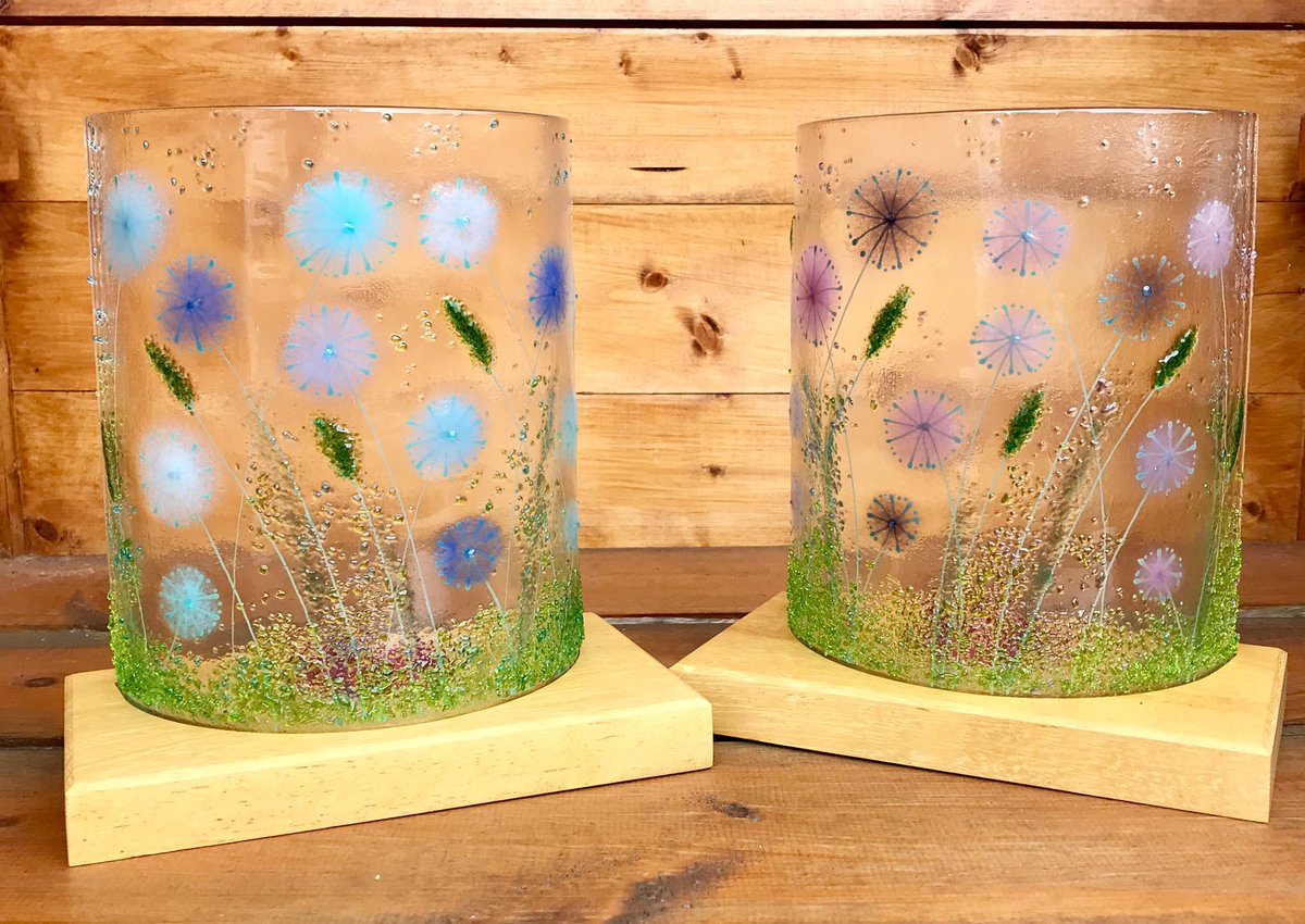 These #foreverflowers are heading to @HatchGallery #christchurch @VisitDorset for the #flowerfestival, really pleased with them complete with bespoke wooden mounts from @DefineTheLight #UKCraft #shoplocal  https://www. etsy.com/in-en/shop/Hel enMatthewsGlass   … <br>http://pic.twitter.com/fNJRhrG1gA