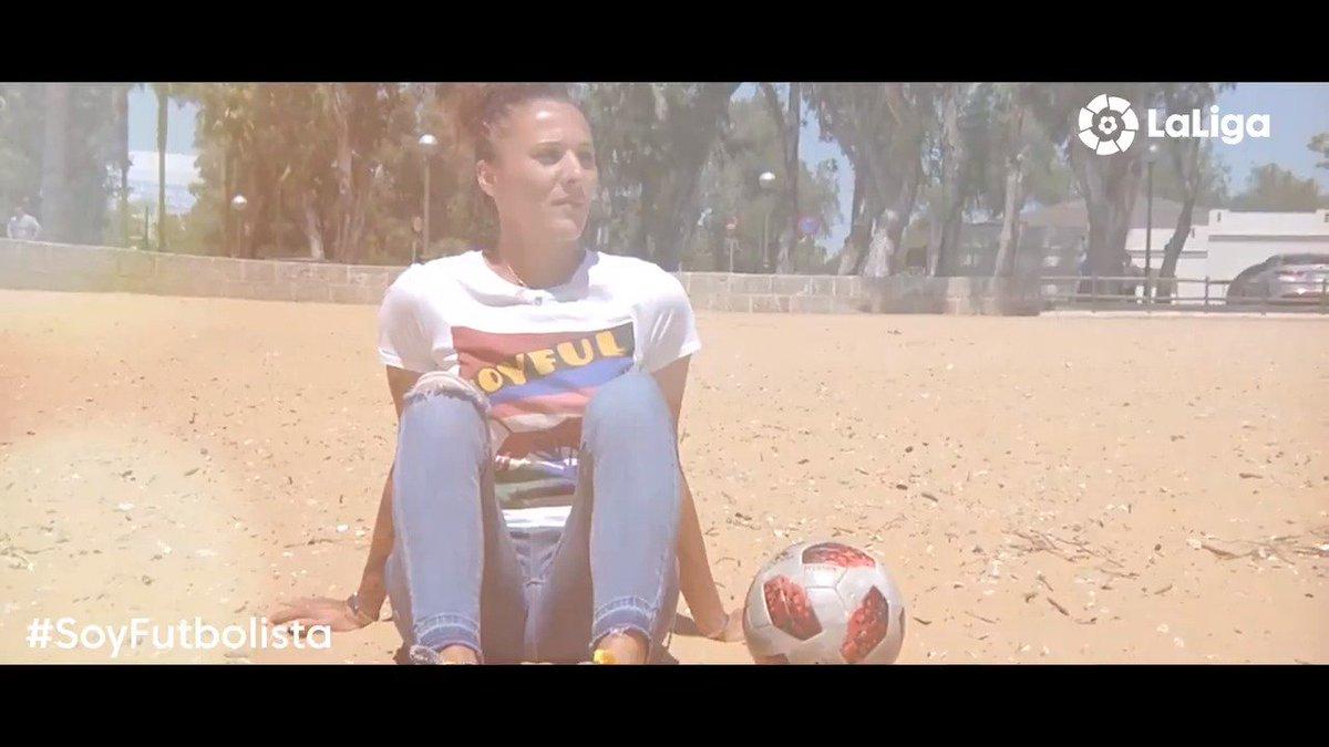"""""""Aprende esta palabra, la usarás en el futuro: SAL"""".   Empezar de cero para tenerlo todo. La increíble historia de Elena Pavel, una mujer que lo dejó por su sueño de jugar al fútbol.   💙 @sportinghuelva 💙  #SoyFutbolista"""