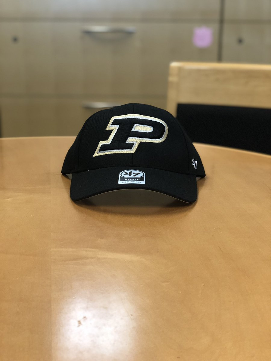 Happy #FreeHatWednesday! Follow and retweet for a chance to win this classic cap from @47.