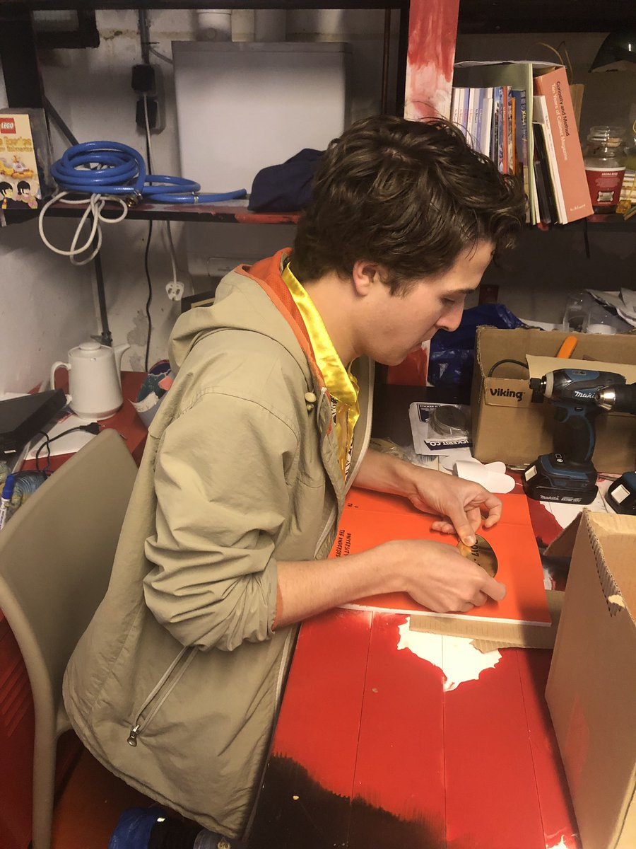 Come and join us tomorrow at the opening of their final show @UniUndergrd here is Ryan putting on the golden 2017-2019 sticker on the yearbook ❤️ 👉tomorow night universityoftheunderground.org/20172019-final…