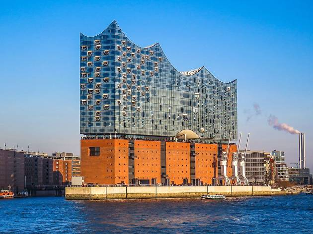 The Elbphilharmonie Hamburg, opened in 2014, has just welcomed the 10 millionth visitor to its Plaza-- the terrace/observation deck joining the old harbor warehouse below and the new glass structure above!  https://bit.ly/2ioHWhU @elbphilharmonie #classicalmusic #hamburg