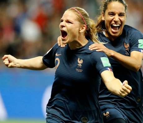 FT: France 2-1 Norway  A controversial VAR penalty decision helped hosts #FRA extend their lead at the top of Group A with only one group game remaining. http://bbc.in/2KcqAFS  #NOR #FIFAWWC #ChangeTheGame