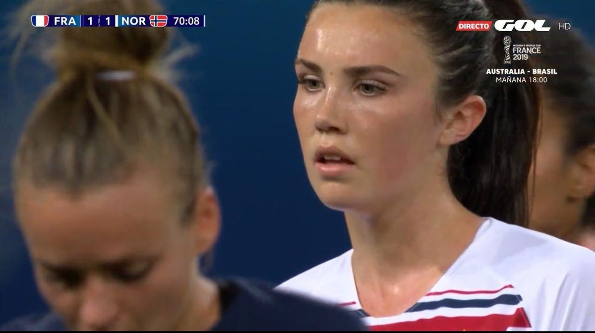 LOOK AT HER i just want to hug her  #FRANOR #FIFAWWC<br>http://pic.twitter.com/bDe8ZwTWJE