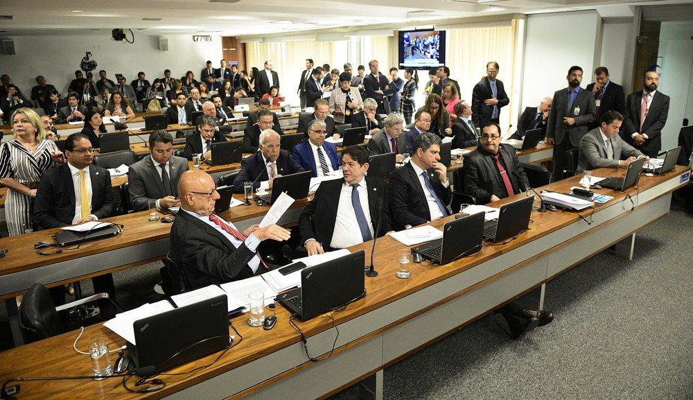 Comissão do Senado aprova relatório contra decreto das armas; parecer que pede suspensão das regras editadas por Bolsonaro irá ao plenário https://glo.bo/2KHXddI #G1