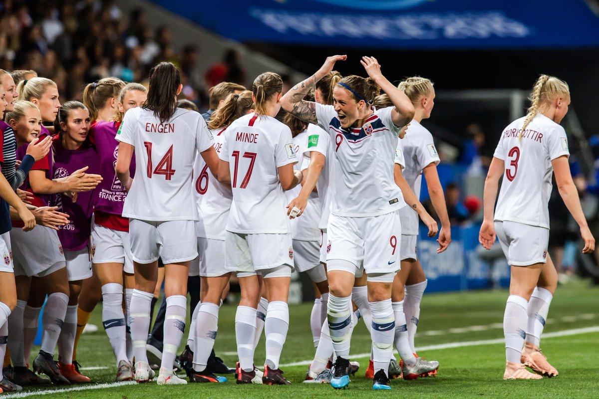 Vi utliknet til 1-1 og hang lenge med mot et meget godt fransk lag, men må dessverre gi tapt med 2-1. Men vi er fortsatt nummer to i gruppen og skal slå tilbake mot Sør-Korea på mandag!