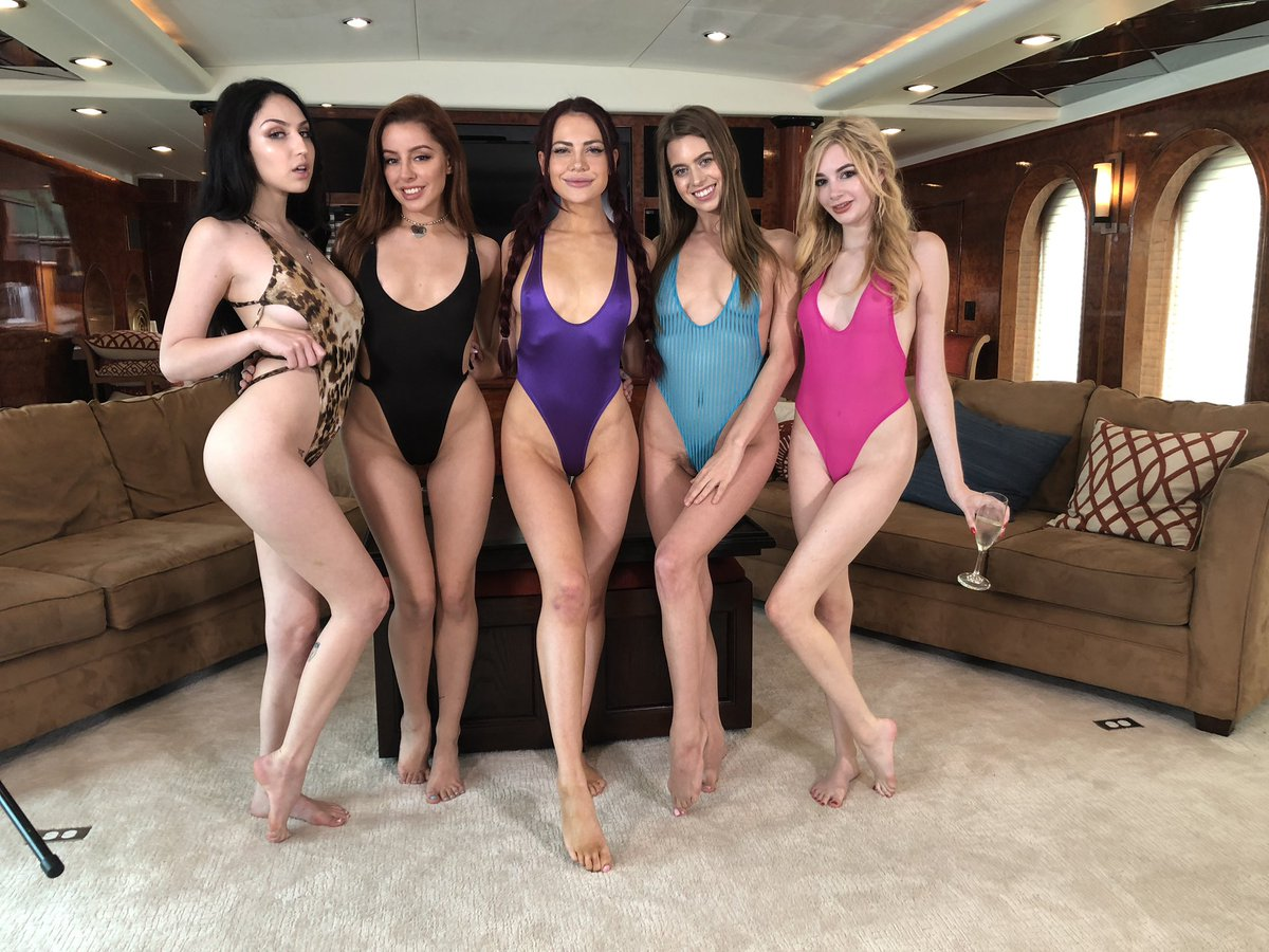 test Twitter Media - RT @JillKassidyy: Doing naughty things with these babes today🥂🎉   Its not letting me tag @ivyjonesxxx https://t.co/kVs8MjeTqO
