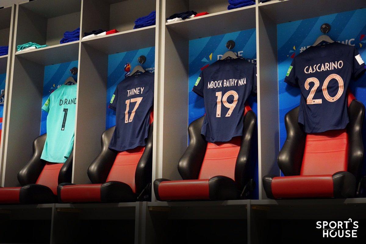 Le vestiaire des Bleues est prêt ! #FRANOR, ça commence à 21h ⏰