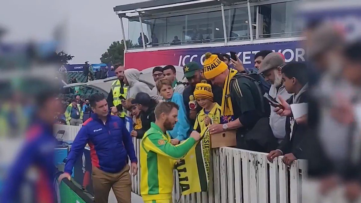David Warner made this young Australia fan's day by giving him his Player of the Match award after the game 🏆 Wonderful gesture 👏#SpiritOfCricket#CWC19