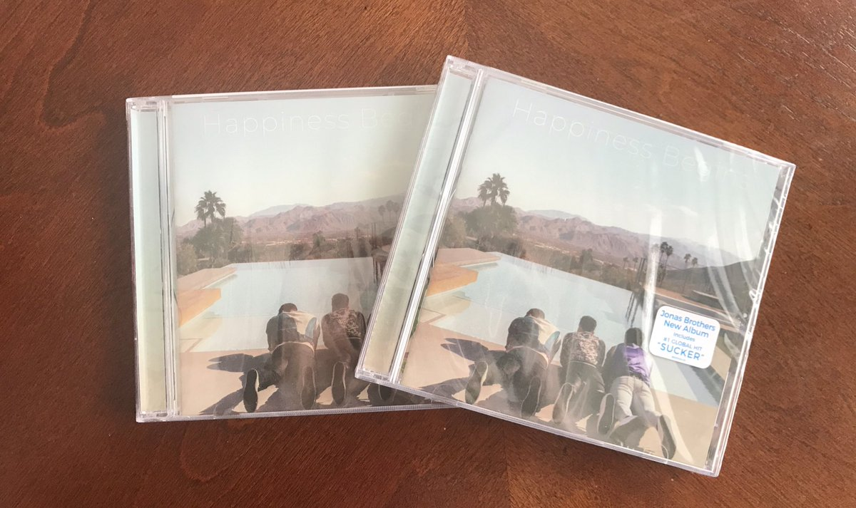 I have TWO copies of #HappinessBegins that need to go to good homes! Like this tweet, and on Friday at 9 PM I'll randomly choose two winners. Will ship internationally!  (Please only like this tweet if you really need a copy. I want them to go to someone who genuinely needs it!) <br>http://pic.twitter.com/ecGHYONurG
