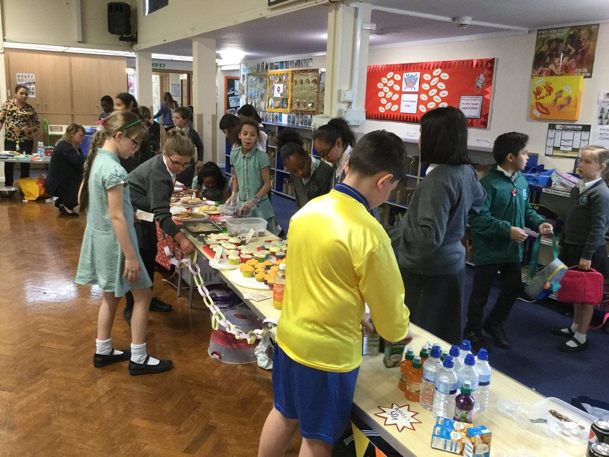 Another successful @VirginMoney sale today from our Year 5s. They thought about the issues that came out of their first sale and put some new practices (and products!) into effect. Many thanks to all the parents for their support . <br>http://pic.twitter.com/KoUXVSsvcB