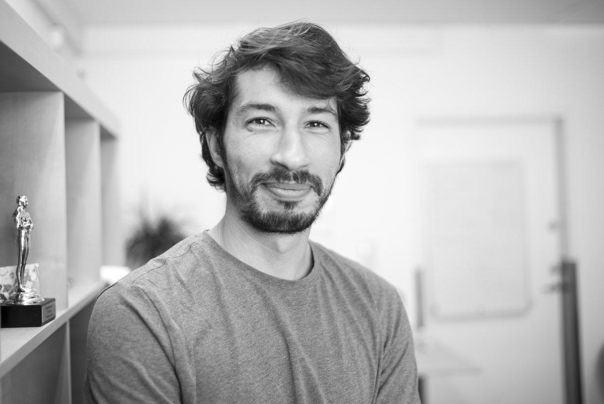 Portrait: Amin Otmani (@DrOtmani)  https://prometheus.med.utah.edu/~bwjones/2019/06/portrait-amin-otmani/… #Leica #LeicaMonochrom #scientist #physician