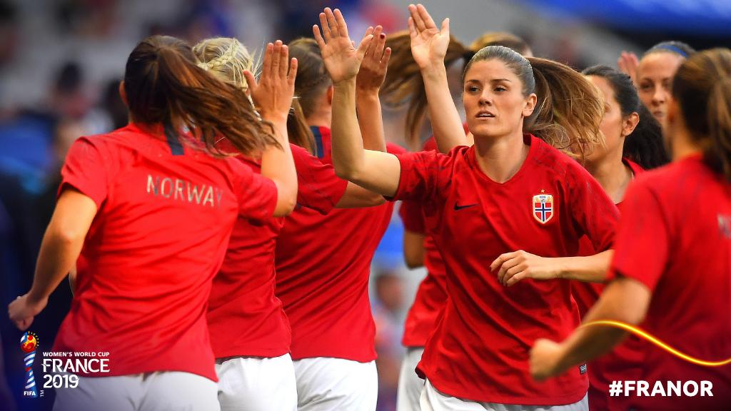 High-fives all round!   #FRANOR | #FIFAWWC <br>http://pic.twitter.com/kxqzfJVVHA