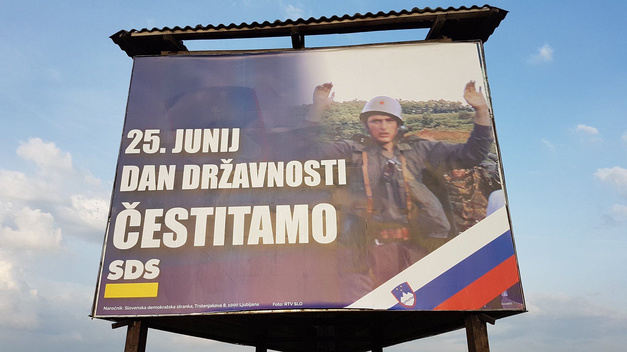 U Sloveniji slave dan drzavnosti sa bilbordima na kojima se nalazi slika zarobljenih pripadnika JNA - Page 2 D84lX6xWkAAMqCr