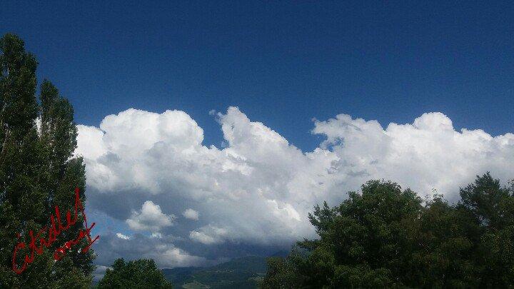 Quelques photos de developpements nuageux de ce jour. #Clouds #nuages @KeraunosObs @EatMyStorm @LittleStormOff https://t.co/Fv30j1hCH7