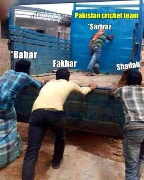 #AUSvPAK   Role of sarfraz in team 😂😂