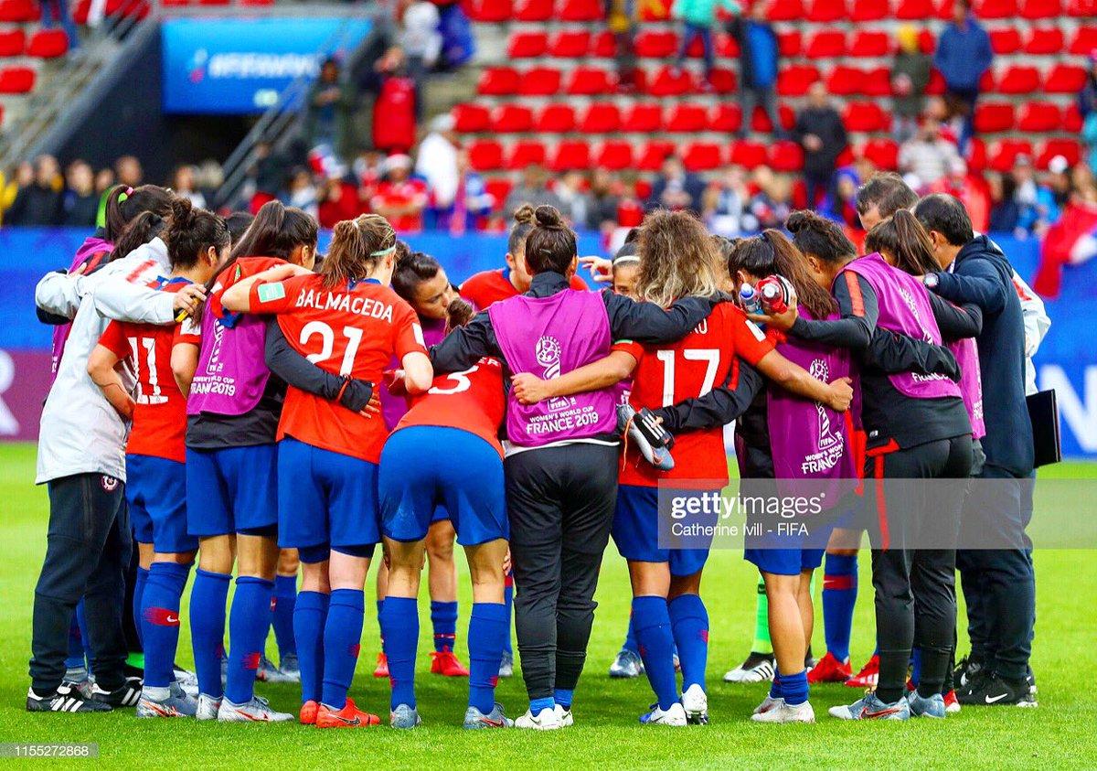 En los momentos difíciles es donde nos hacemos más fuertes y mejores... sigo creyendo en mi equipo!! 💪🏽🙏🏽⚽️🇨🇱 #vamos #chile