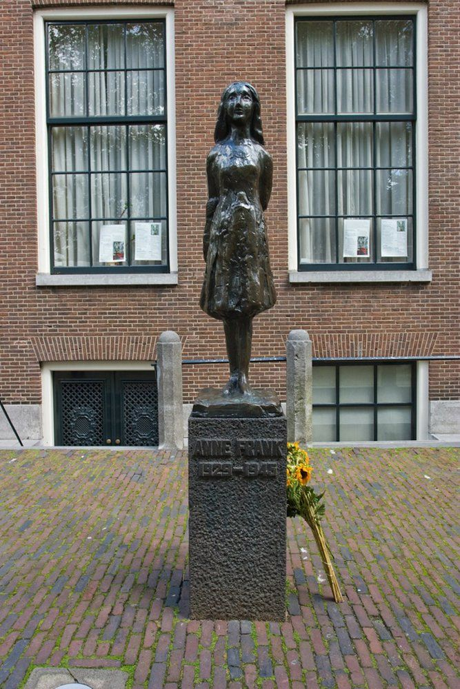 She likely died about a month earlier than her official death date #AnneFrank90 More:   https:// buff.ly/2ZjAqch    <br>http://pic.twitter.com/SUBFkB4Z5n