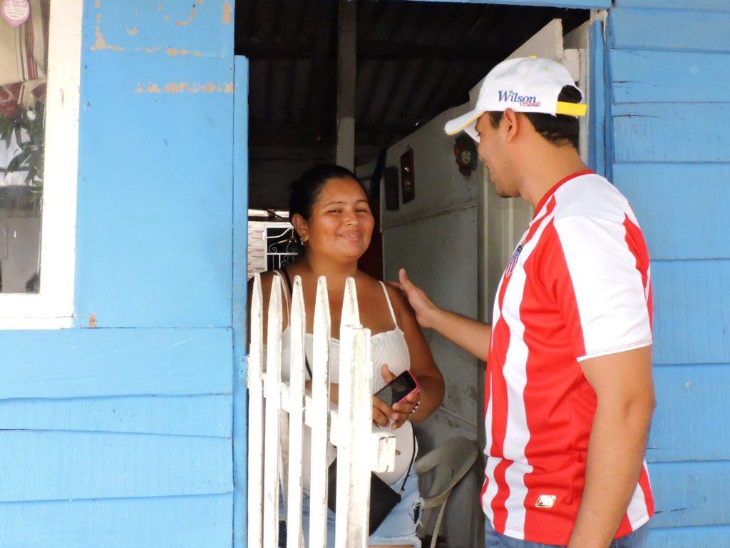 Gente cálida, amable y alegre es la que pudimos conocer hoy en el barrio Villanueva. Contagiados de la fiebre juniorista y esperanzados de la novena 🌟. ¡Vamos Junior!. #JuniorTuPapa #JuntosCrecemos #JovenesPorBarranquilla