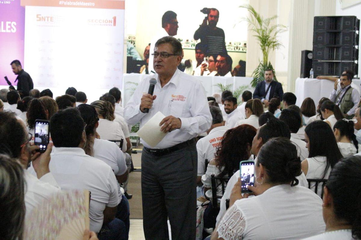 #SNTEunoAuno👩🏫👨🏫 Negociación #SNTE @SEP_mx✔️y apoyo del Presidente @lopezobrador_ ✔️brindan certeza laboral ✅ 👉Alfonso Cepeda Salas en Gira de la Unidad por #Sección1 #Aguascalientes #ForoSNTE #FelizMiércoles México CDMX #HBD_BTS #CNE32019 AMLO #ahorasomosbbva #AlAire #uaslp