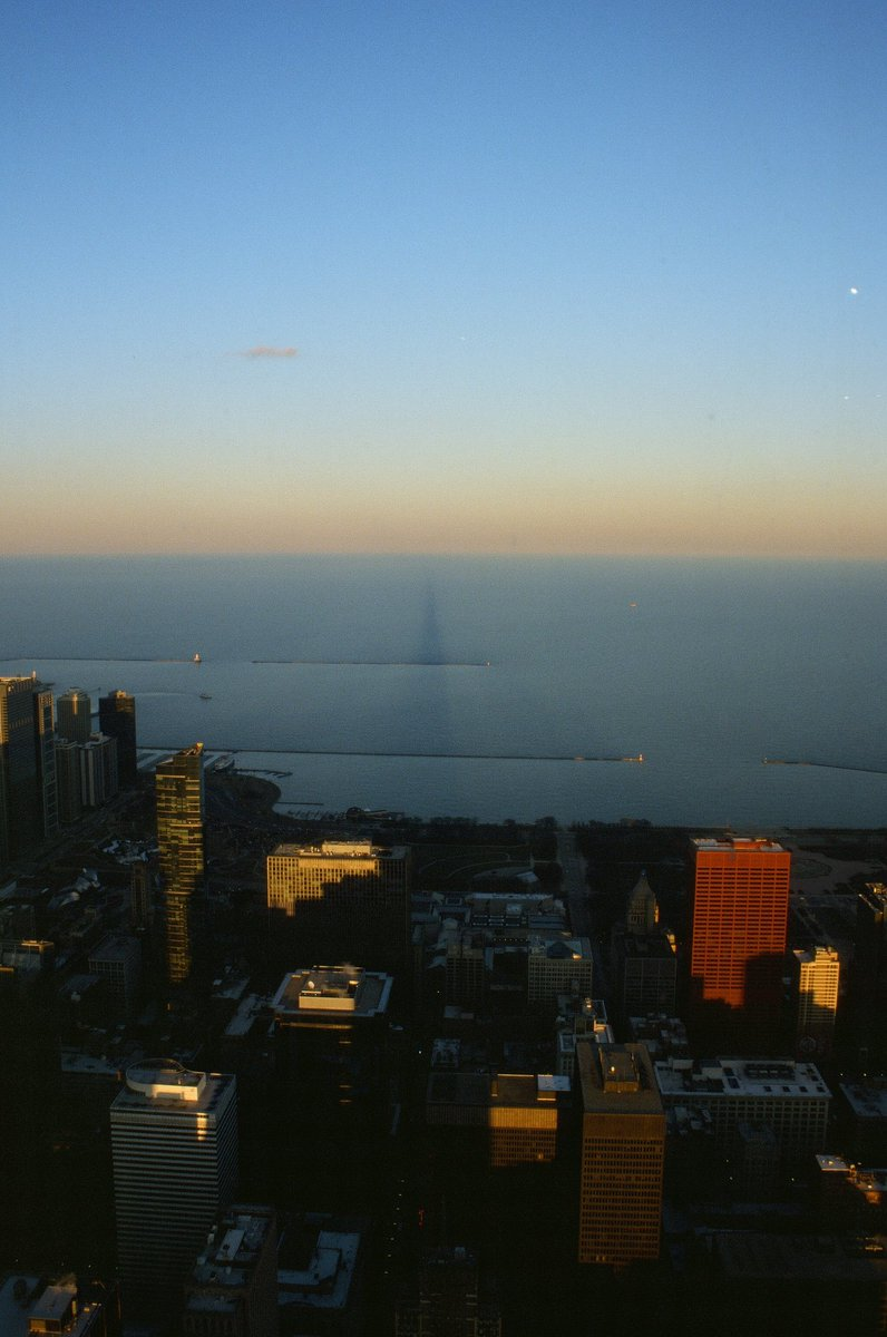 Willis Tower at sunset facing east #chicago #ektachrome https://t.co/9HS8PPt4ED