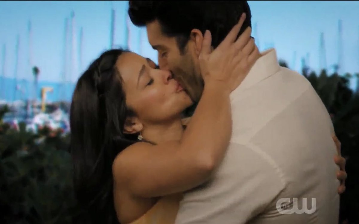 JAFAEL IS BACK TOGETHER IM THE HAPPIEST #janethevirgin <br>http://pic.twitter.com/kxbabOoK1U