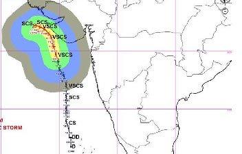 #CycloneVayu: गुजरात तट को छू कर निकल जाएगा 'वायु', तटीय इलाकों में एजेंसियां अलर्ट परलाइव अपडेट: https://aajtak.intoday.in//news/liveblog/cyclone-vayu-gujarat-coast-india-high-alert-ndrf-air-force-army-navy-imd-live-update-400.html…