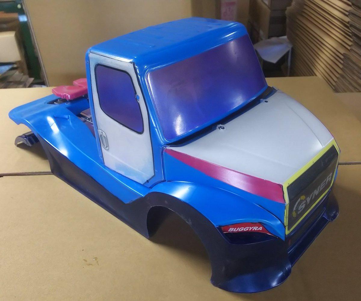 取り敢えず背パネル残して塗装完了~♪ 相変わらず微妙な配色で・・・ (´・_・`) #TT02RR #トラックレーシング