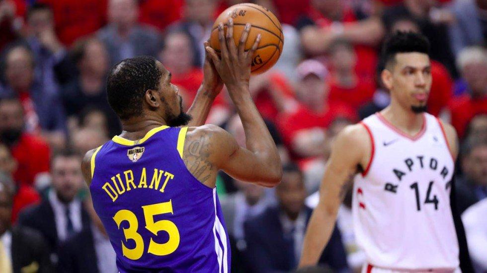 Malas noticias para Kevin Durant y los Warriors. El alero podría estar hasta un año fuera de la duela http://bit.ly/2Re2NG7